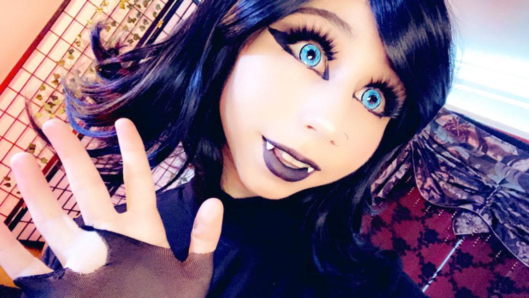 Kiwi cosplays as Mavis from Hotel Transylvania for Halloween